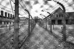 Koszaruje i drut kolczasty w koncentracyjnym obozie w Auschwitz P Zdjęcie Stock