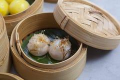 Kosze dimsum, chińczyk dekatyzowali jedzenie w bambusowym koszu zdjęcie stock