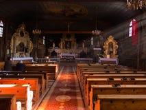 KOSZECIN, POLSKA 01 2015 Listopad : promienie słońce iluminują Zdjęcia Stock