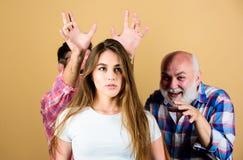 Koszmaru poj?cie Psychologia niepokój Niepokoju problem Dziewczyna ono wątpi Ssania w żołądku sumienie Mężczyźni za damą dążą fotografia royalty free