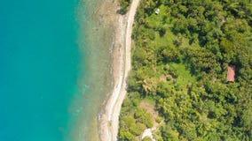 Koszowa wijąca droga wzdłuż wybrzeża Filipiny Widok z lotu ptaka Obrazy Stock