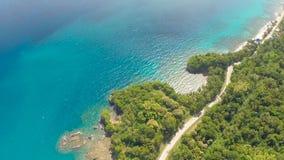 Koszowa wijąca droga wzdłuż wybrzeża Filipiny Widok z lotu ptaka Zdjęcia Royalty Free