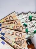 koszt medycyna, różnorodność euro banknoty, medycyny, tło i tekstura, obrazy stock
