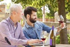 Kosztować wino Obrazy Royalty Free