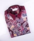 koszula lub mężczyzna batikowa koszula na tle ilustracja wektor