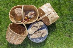 koszy trawy ręki prosty wyplatający Zdjęcie Stock