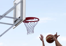 Koszykówka obręcz zdjęcia royalty free