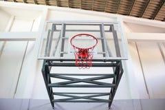 Koszykówka obręcz w jawnej arenie Obraz Stock