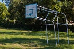 Koszykówka pierścionek outdoors zdjęcie stock