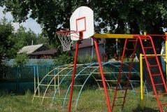 Koszykówki backboard i metalu wyposażenie przy plenerowym obrazy royalty free