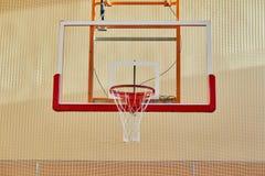 Koszykówki backboard w gym zdjęcia stock