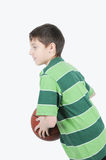 koszykówki chłopiec bawić się Zdjęcia Stock
