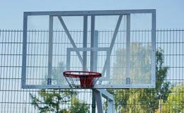 Koszykówki sieci osłony rzut piłka na boisko gry sztuce zdjęcie stock