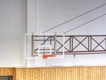 Koszyk?wki przejrzysty backboard z koszem w gym zdjęcie stock