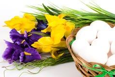 koszykowa Easter jajek kwiatów wiosna Obraz Stock