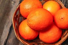 koszykowe świeże pomarańcze obrazy royalty free