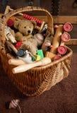 koszykowe stare zabawki Fotografia Stock