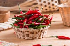 koszykowego chili gorący pieprze czerwoni Fotografia Royalty Free