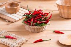 koszykowego chili gorący pieprze czerwoni Zdjęcia Royalty Free