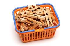 koszykowi clothespins Zdjęcia Stock