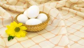 koszykowi jajka obrazy stock