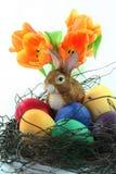 koszykowi królika Easter jajka tulipanowi Zdjęcia Royalty Free