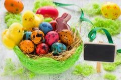 koszykowi Wielkanoc kolor jaj Obrazy Stock