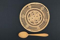 Koszykowy łozinowy jest handmade i drewnianym łyżką obraz stock