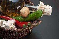 koszykowy butelki warzyw ocet fotografia stock