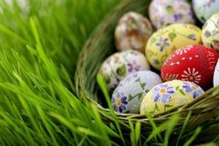 koszykowy Easter jajka wicker Zdjęcia Royalty Free