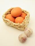 koszykowy jajek czosnku kwadrat Obrazy Royalty Free