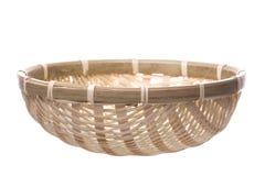 koszykowy odosobniony słomiany tradycyjny wyplatający Obraz Stock