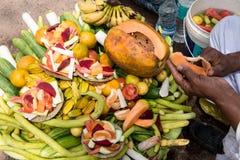 Koszykowy pełny świezi owoc i warzywo Zdjęcie Stock