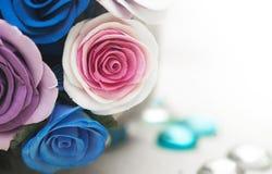 Koszykowy pełny spadków kwiaty Zdjęcie Royalty Free