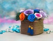 Koszykowy pełny spadków kwiaty Zdjęcia Stock