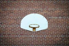 Koszykówki sieć na ściana z cegieł Zdjęcia Stock