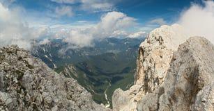 Kot dal från det Rjavina berget i Julian Alps royaltyfri foto