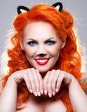 Kot kobieta z czerwonym włosy Zdjęcia Royalty Free