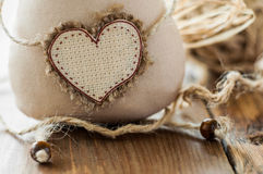 Kot miękkiej tkaniny handmade serce wkładać tekst Makro- Fotografia Stock