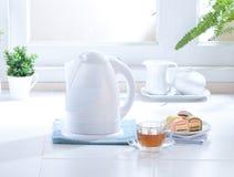 kotłowy elektryczny czajnika wody biel Zdjęcie Royalty Free