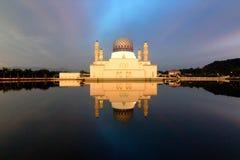Kota Kinabalu meczetu odbicie Zdjęcia Royalty Free