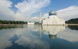 Kota Kinabalu mosque with blue sky Royalty Free Stock Photos