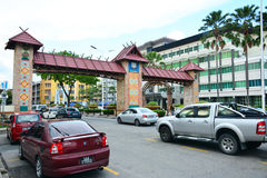 Kota Kinabalu Welcome Arch en Malasia fotografía de archivo