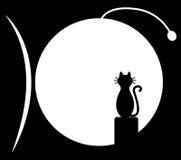 Kota obsiadanie na kominie i spojrzenia przy rybią księżyc Zdjęcie Royalty Free