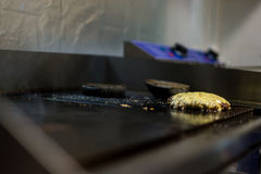 Kotelett gebraten auf einem Backblech Stockfotografie