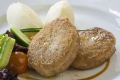 Kotelett und Kartoffeln mit Gemüse Lizenzfreies Stockbild