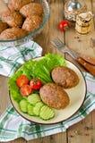 Koteletts mit Buchweizen und einer Beilage des Gemüses Lizenzfreie Stockfotos