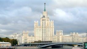 Kotelnicheskaya堤防大厦自在早期的秋天的白天,莫斯科,俄罗斯 股票视频