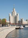 Kotelnicheskaya堤防的斯大林摩天大楼 免版税库存照片
