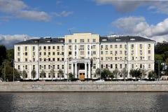 Kotelnicheskaya堤防莫斯科河在7月 免版税库存照片